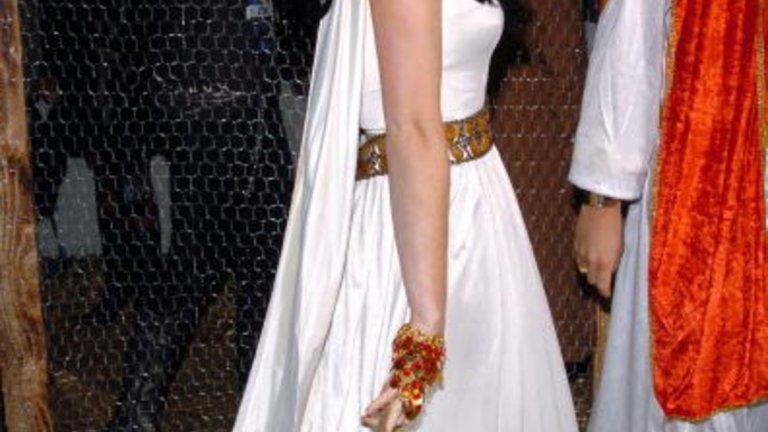 Ан Хатауей като Клеопатра