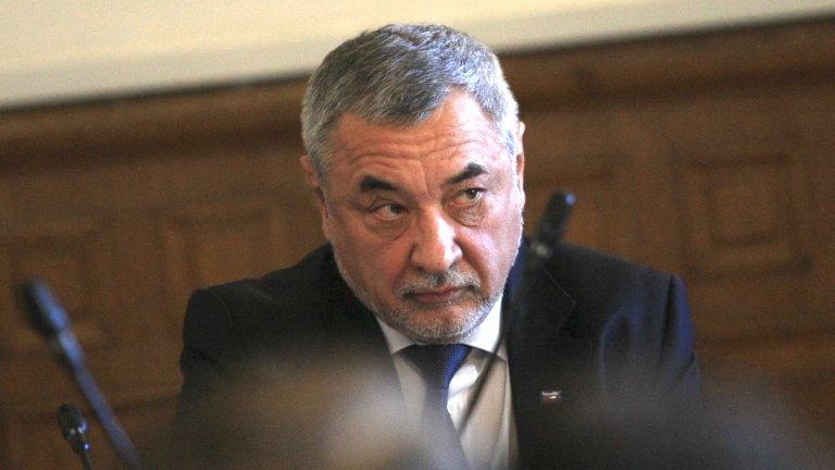 Хулигански действия - така Симеонов определи замерването на централата на НФСБ с яйца и домати в четвъртък вечерта