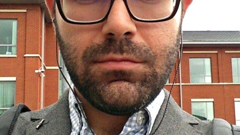 Това е Иван Найденов. Иван работи като анализатор на данни във Великобритания. Преди си пускал брада само през периодите, когато не е на работа, защото това е символизирало някакъв вид свобода. В крайна сметка обаче стилът много му харесва и решава да я остави, но да я поддържа късичка. Не знае дали би я обръснал скоро и по какъв повод - ако загуби някакъв бас, може би.