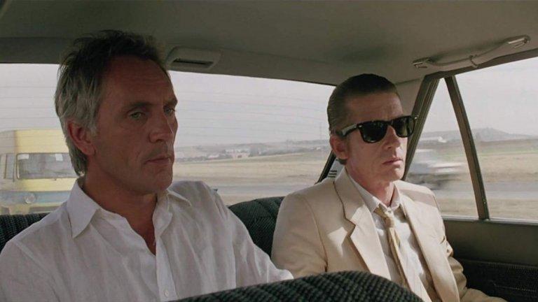 """Ударът (The Hit, 1984 г., реж. Стивън Фриърс)  Британският криминален филм разказва за гангстер, който предава на полицията доказателства срещу свои познати, а години по-късно е отвлечен и трябва да плаща за старите си грехове.  Както самият Нолан определя филма - """"малко познат скъпоценен камък"""". Според него малко филми залагат в толкова голяма степен на простичкото представяне на динамиката между отчаяни мъже..."""