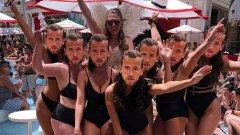 На моминското парти на Кейт Гудланд всички нейни приятелки сложиха маски на Хари Кейн