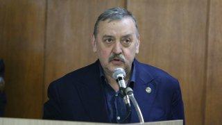 Служители искат преразглеждане на решението за пенсиониране на доскорошния директор на центъра