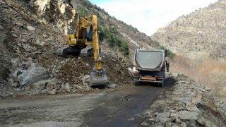 Алпинисти разчистват пътя Кричим - Девин