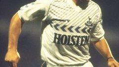"""Диего Марадона в екипа на Тотнъм, но само за бенефиса на Ози Ардилес през 1986 г. Феновете на """"шпорите"""" така и нямаха късмета да видят аржентинската легенда да играе за любимия им тим в състезателен мач."""