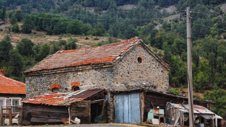 Каменната църква в селото отдавна не се използва