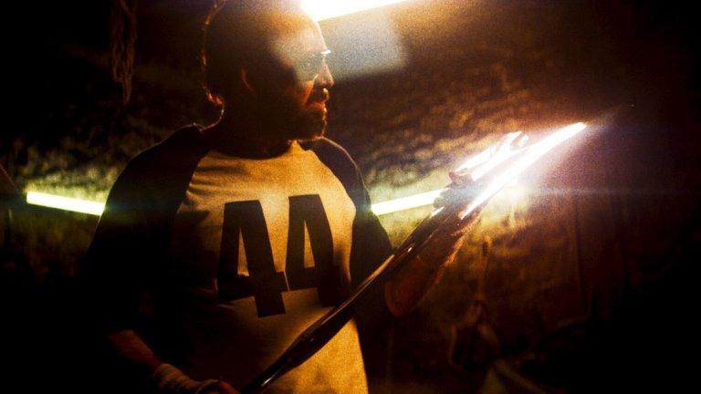 Никълъс Кейдж осъществи легендарно завръщане в главна роля с подобаващо преиграване, а режисьорът Панос Косматос вече се ползва с репутацията на безкомпромисен визионер и майстор на поглъщаща сетивата филмова атмосфера.