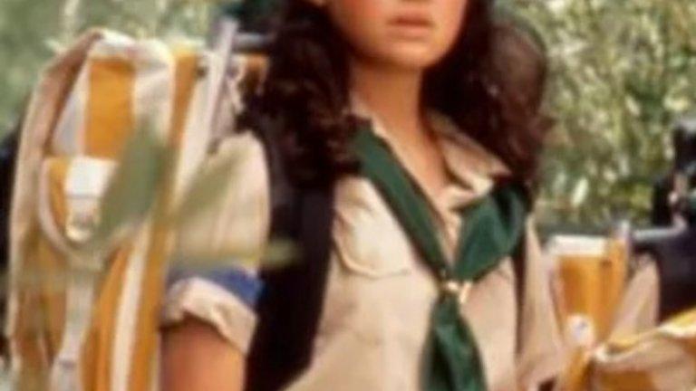 Карла Гуджино   Много актриси като млади лъжат, че са по-възрастни, за да получат желаната роля. Карла Гуджино обаче мами, че е по-малка – тя е на 16 години и казва, че е само на 14, за да получи ролята си в Troop Beverly Hills. Признава си чак след като е заснела солиден брой сцени и ще е трудно да бъде премахната от проекта. Актрисата обаче се е заклела, че никога повече няма да лъже за подобно нещо.