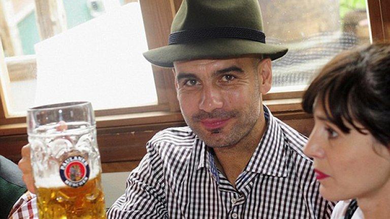 Съпругата му Кристина също се присеъедини към отборното пиене на бира.