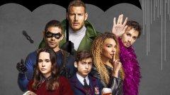 """Ако познатите супергеройски сериали на Marvel в Netflix отказваха да акцентират върху свръхестественото в силите на героите като Люк Кейдж и Джесика Джоунс, сериалът """"The Umbrella Academy"""" не се притеснява от пътуване във времето, телепортация и призоваване на мъртвите."""