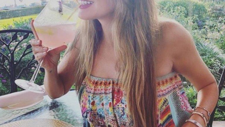 """София Вергара   Вергара си е взела кратка почивка от снимките на """"Модерно семейство"""", за да релаксира със съпруга си Джо Манганиело. Като локация двамата избраха Бахамските острови."""