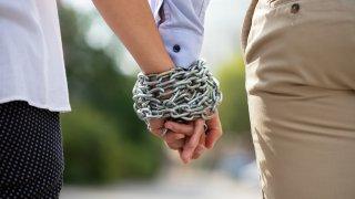 Когато невротичната любов води до домашно насилие