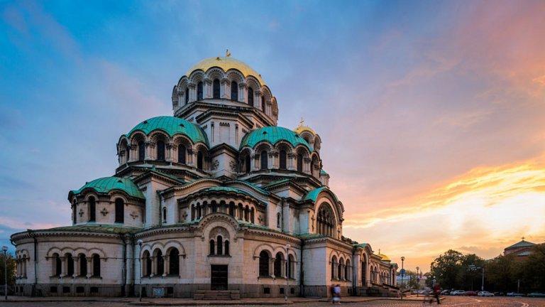 """Храмов празник отбелязва храм-паметника """"Св. Александър Невски"""", а носещите името Александър празнуват втори имен ден."""