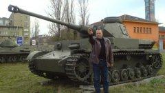 Снимката, заради която Иво Антонов не стана зам.-министър на отбраната през 2015 г., беше напомнена от БСП в контекста на скандала с Павел Тенев