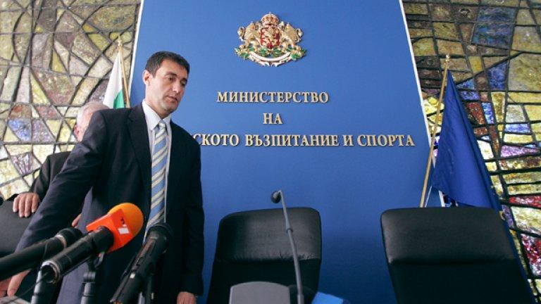 Спортният министър Свилен Нейков подписа договор за 20-годишната концесия на базите на ПФК ЦСКА