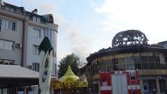 """Пожарът гори в легендарната сграда """"Купола"""""""