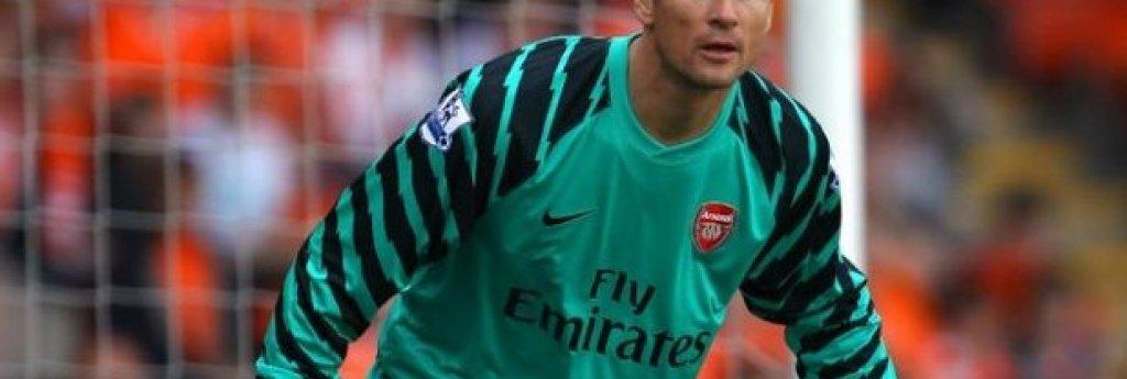 8. Йенс Леман (Арсенал, 2003/04) Пристигна в Северен Лондон с тежката задача да замести Дейвид Сиймън, който се оттегли след дълга и успешна кариера. Германецът обаче се справи изключително добре и в сезона на Непобедимите допусна само 26 гола в 38 шампионатни срещи.