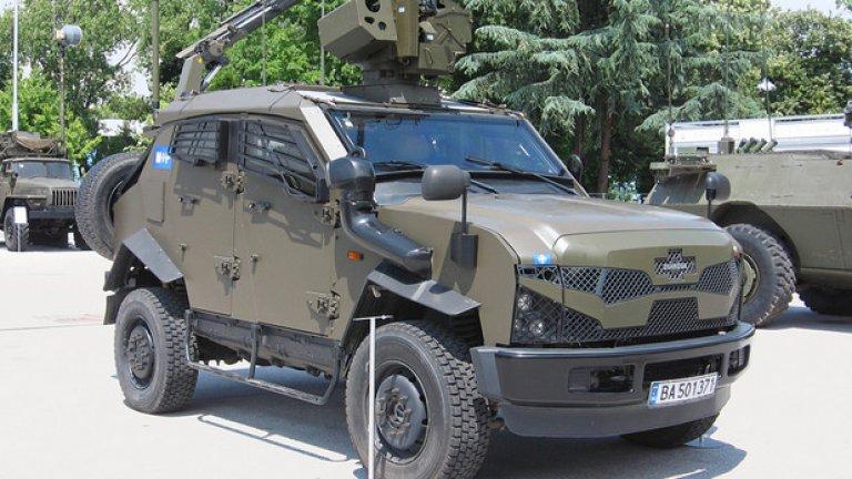 """Sand Cat Брониран джип Sand Cat е на въоръжение във """"Военна полиция"""". Някои от доставените у нас машини имат дистанционна картечна установка на покрива."""