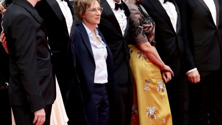 Журито на конкурса е с председател мексиканския режисьор Алехандро Гонсалес Иняриту (по средата).
