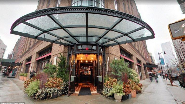 Тайната вечеря се е състояла в италианския ресторант Locanda Verde в Ню Йорк, но не е останала такава за дълго, след като фен на Арсенал е заснел необичайната компания.