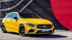 Mercedes-AMG A 35   Mercedes иска да покаже спортната страна на A-класата си с един от най-компактните си модели от това поколение. Той изглежда по-агресивно от стандартната А-класа и е с масивен спойлер отзад. В Париж хечбегът ще е първият, който ще бъде представен от 35-серията. На официалните снимки, пуснати от компанията, колата е в жълт цвят, но на изложението ще дебютира в тъмносиньо.  Автомобилът ускорява от 0 до 100 км/ч за по-малко от пет секунди или, ако трябва да сме напълно точни, за 4,7 секунди. Максималната му скорост е 250 км/ч. А 35 идва с 320 конски сили и пет варианта на управление, между които водачът ще може да избира. Сред тях е такъв за мокра настилка, комфортен и спортен.   Колата ще е на западноевропейския пазар през януари 2019-а. Към момента обаче от Mercedes не планират моделът да се предлага на пазара в САЩ.