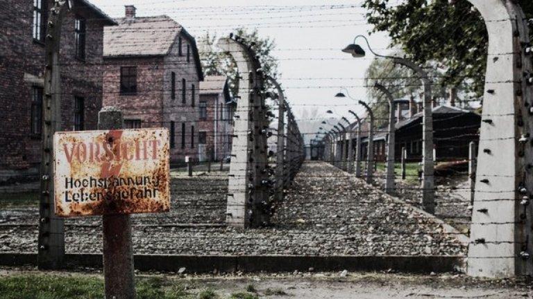 Мерките за сигурност в Аушвиц се затягат с годините. По бодливата тел е имало ток до 2 хил. вата, който е убивал още при първия контакт.