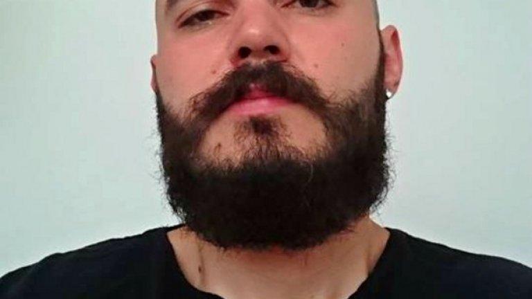 Виктор Генков се занимава с готвене. Казва, че брадата я е пуснал, за да възстанови баланса с косата, която отсъства. Още не е срещнал условия, при които би се обръснал.