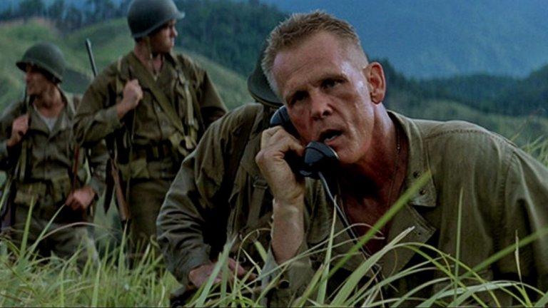 """Тънка червена линия (1998 г., реж. Терънс Малик)  Нолан, който почти две десетилетия по-късно също ще нагази във военната тематика, го определя като """"необикновената визия на Малик за войната"""".   """"Тънка червена линия"""" е базиран на роман от 1962 г. и разказва измислена версия за събитията около сблъсък между американски и японски военни сили по време на Втората световна война."""