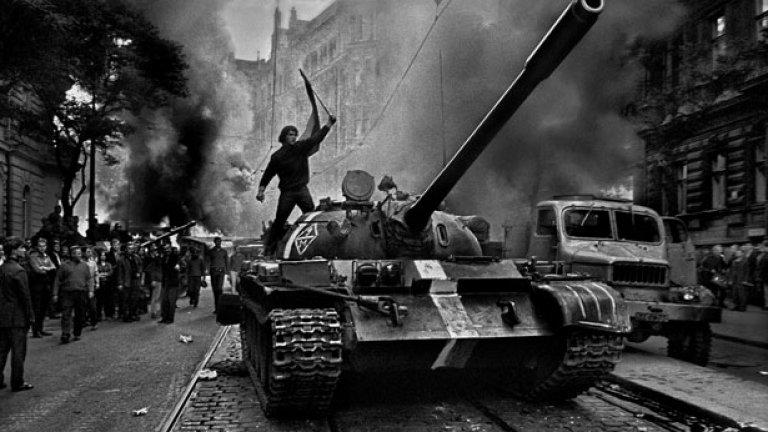 Съветската инвазия в Чехословакия идва малко повече от два месеца след футболния мач между двете страни