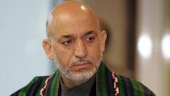 """Това е президентът на Афганистан Хамид Карзай. Ако му смените облеклото, може спокойно да мине и за Цончо Колев от """"Биг Брадър Фемили"""" или поне за негов брат..."""