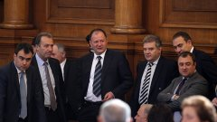 Председателят на БСП Михаил Миков беше един от съвносителите на законопроекта, който ЕЦБ разгроми.