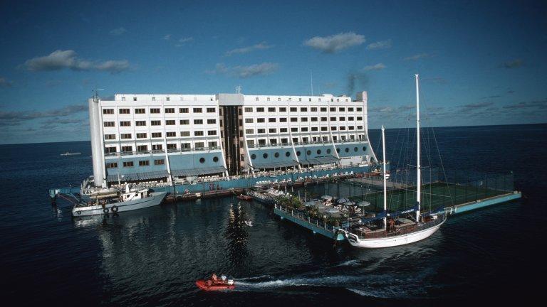 Изоставената сграда с 200 стаи е символ на загниващите дипломатически отношения между Севера и Юга