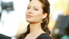 """""""Повърнах"""": Анджелина Джоли за реакцията си, когато гледа филма с първата си голяма роля"""