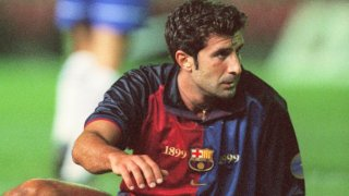 Фиго беше обичан от феновете, но се чувстваше недооценен от шефовете си в Барселона
