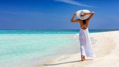 Най-богатите купуват частни острови, а онези с по-малки възможности наемат вила с частен плаж