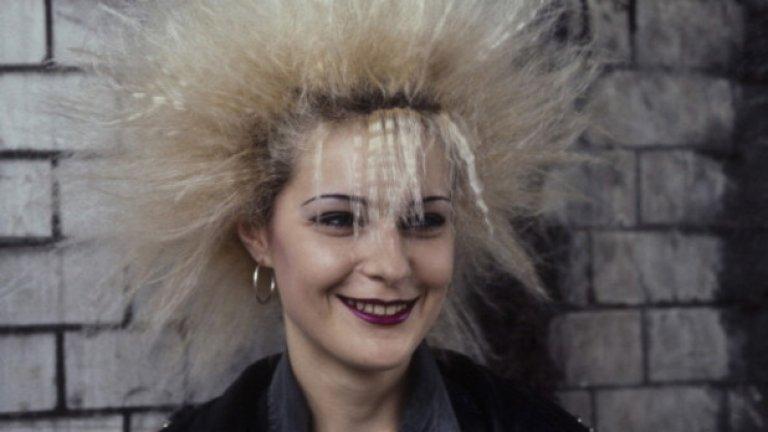 ече има много модерни бои, които щадят косата и запазват здравия й вид. Попитайте фризьора си за тях и излейте блондора в мивката. Освен ако няма да го ползвате за космите на ръцете. За там е супер.