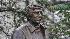 """Това е паметникът на Георги Марков на площад """"Журналист"""" в София."""