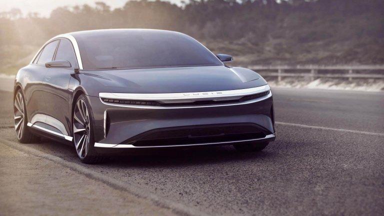 """Lucid AirКалифорнийският стартъп помоли да не го наричат """"Убиец на Tesla"""", но с този дизайн и представяне на пътя през 2021 г. Мъск ще има сериозна конкуренция именно в лицето на Lucid. Моделът Air ще се предлага в два варианта – базов и Dream Edition, като вторият ускорява от 0 до 100 км/ч за 2,5 секунди. Първите напълно готови автомобили на Lucid ще са на пазара в средата на тази година."""