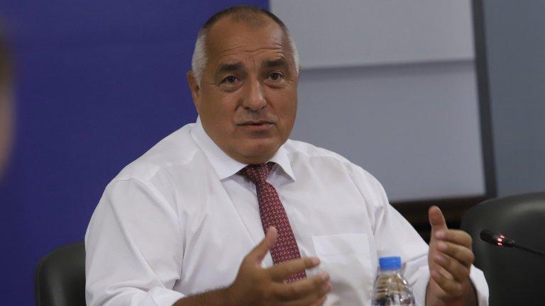 """""""Надявам, че президентът Радев не се гордее с продукта, който една година създава"""", коментира премиерът в оставка"""