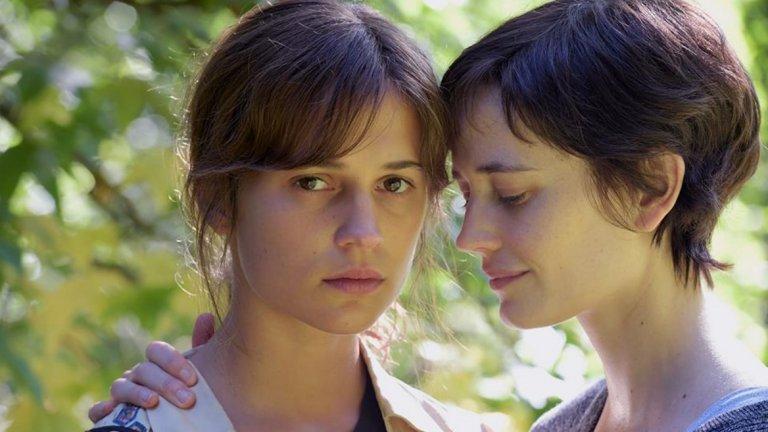 """Еуфория  Последното заглавие, което излезе точно преди """"Дъмбо"""", с участието на Ева Грийн е фестивалният филм """"Еуфория"""". Филмът се появи с ограничено разпространение през 2017-а. Там Ева играе влюбена жена в също толкова прекрасната Алисия Викандер."""