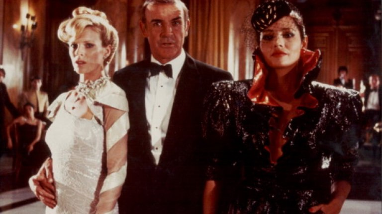 """16. Повечето стари филми с Джеймс Бонд - Особено тези с Шон Конъри. Защитниците на политическата коректност вероятно биха определили поведението на Агент 007 като """"прасешко"""". Той редовно пляска жени по дупетата, а много често прилага и истинско физическо насилие - удря им шамари, използва ги като щит, души ги... А днес вече се говори за възможността Бонд да е чернокож или жена."""