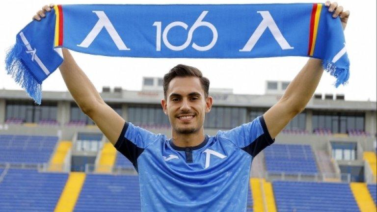 Матео Стаматов е на 21 години и е прродукт на юношеската школа на испанския Еспаньол и основната му позиция е ляво крило.