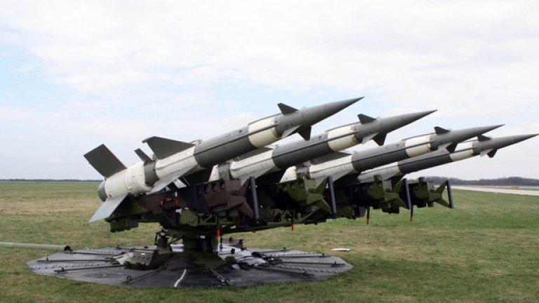 """С-125 """"Нева""""  Зенитно-ракетният комплекс С-125 """"Нева"""" е предназначен за поразяване на въздушни цели летящи на височина до 10 km и на отдалечение до 15 km. На парадът ще бъде показана транспортно-зареждащата установка на комплекса."""