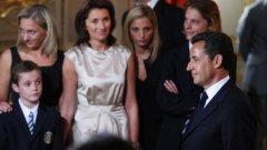 Да си политик и да имаш любовна афера си е съвсем в реда на нещата. Точно това се случи още с встъпването на Никола Саркози на поста президент на републиката през 2007-ма година, когато брачният му съюз със Сесилия Атиас Саркози се разпадна пред цялата френска общественост