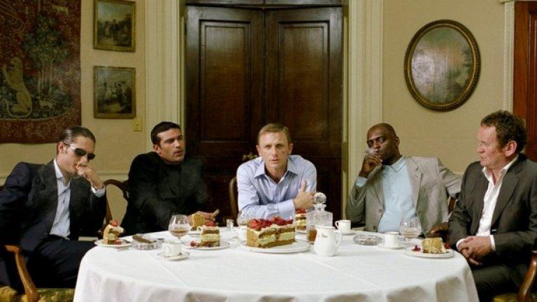 Лейър Кейк (2004)  Във филма участват слабо известните по това време Том Харди, Даниел Крейг, Бен Уишоу, Сиена Милър, Сали Хоукинг.