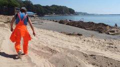 Нова мода по българските морски курорти - ти си почиваш, а хората си работят с багери