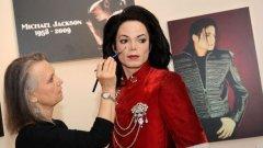 В рамките на двуседмичната изложба Michael Jackson Tribute Exhibit гримьори и коафьори ще се грижат за външния вид на восъчния Джако