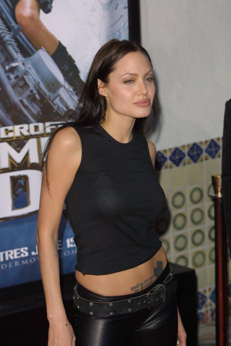 """Джоли през 2001 г. на премиерата на """"Томб Райдър""""."""