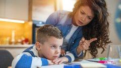 """Буйни, нервни и """"надрусани"""" с лекарства: Скритият ефект на пандемията върху децата"""