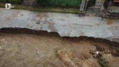 Наводнени са имоти, има и блокирани пътища