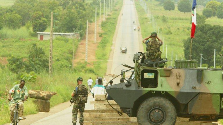 Френски войници пострадаха при самоубийствена атака в Мали